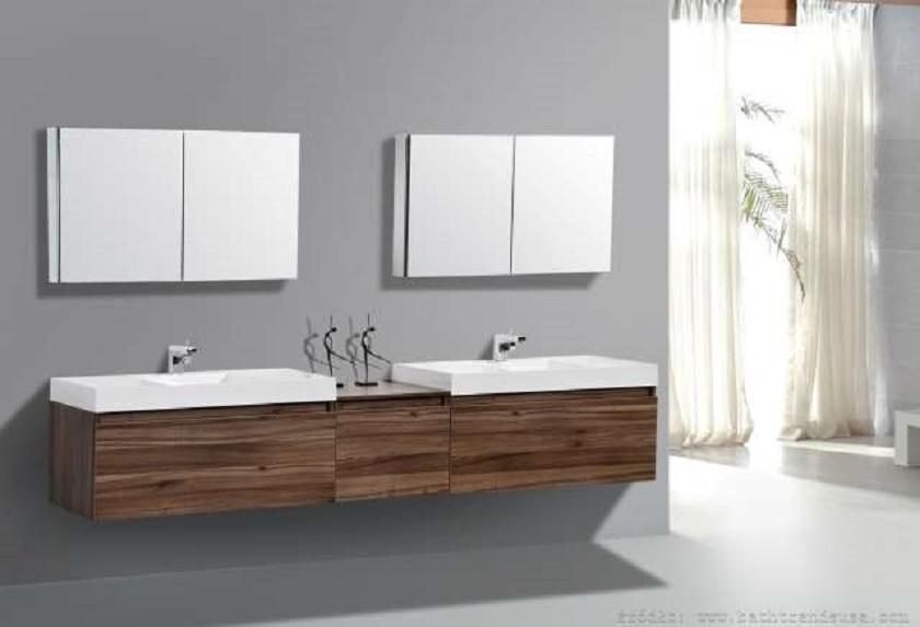 łazienka z dwoma umywalkami