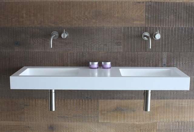dwie umywalki w łazience