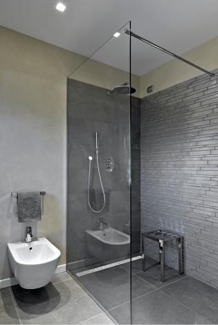prysznic z odpływem liniowym