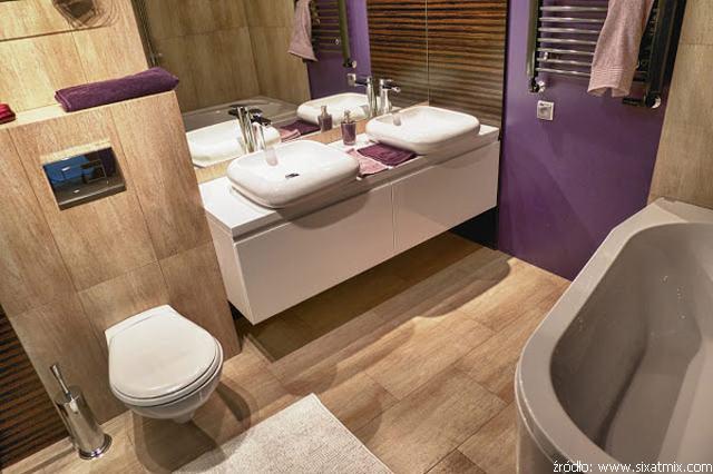 łazienka w fioletowej kolorystyce