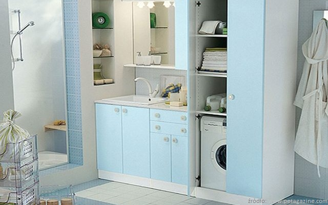 łazienka z pralką w szafie