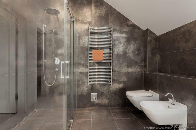 prysznic bez brodzika wady